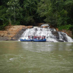 Students rafting. Wilderness and Adventure Therapy for Young Adults. Pure Life in Costa Rica.