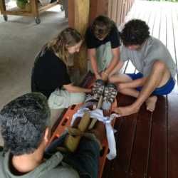 Students practicing first aid. Wilderness and Adventure Therapy for Young Adults. Pure Life in Costa Rica.