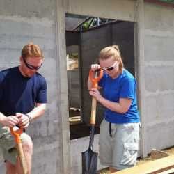 Students building. Wilderness and Adventure Therapy for Young Adults. Pure Life in Costa Rica.